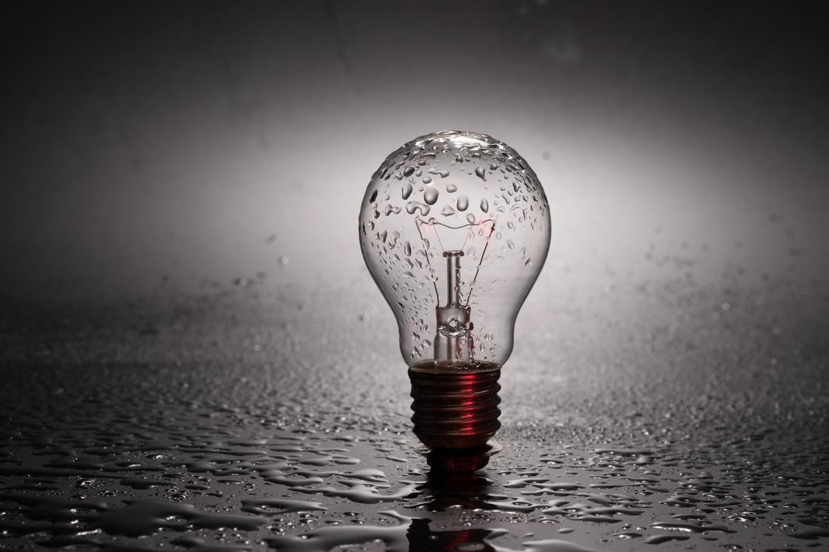bulb-2287759_1920